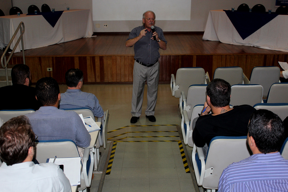 Palestra com Padoveze reuniu mais de 150 ouvintes