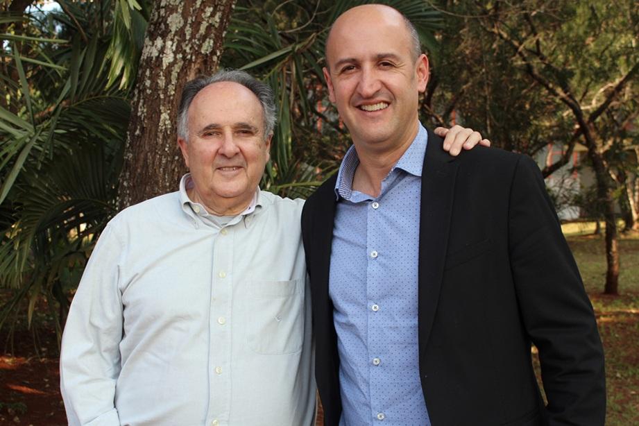 Cristovam Buarque com o coordenador do curso de Direito da Faculdade Integrado, Robervani Pierin do Prado
