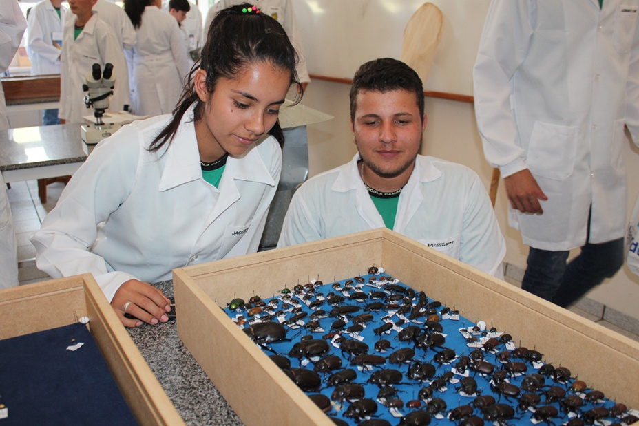 O grupo visitou cinco laboratórios da Instituição