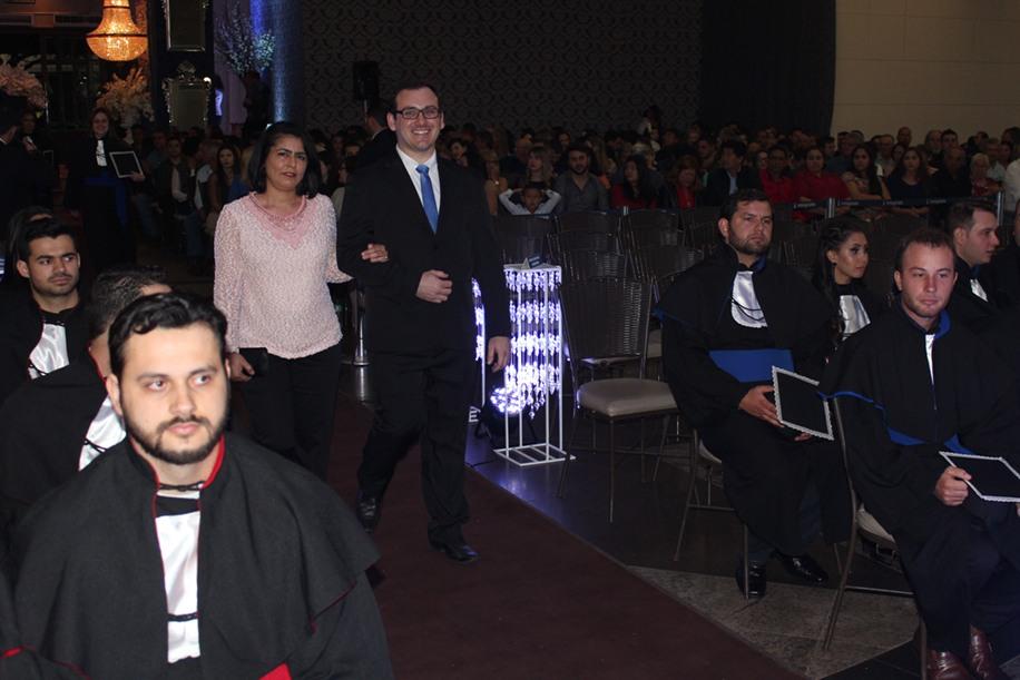 Cristina Guilherme de Almeida, patronesse , e Rafael Zampar, nome da turma de Ciências Biológicas (Licenciatura)