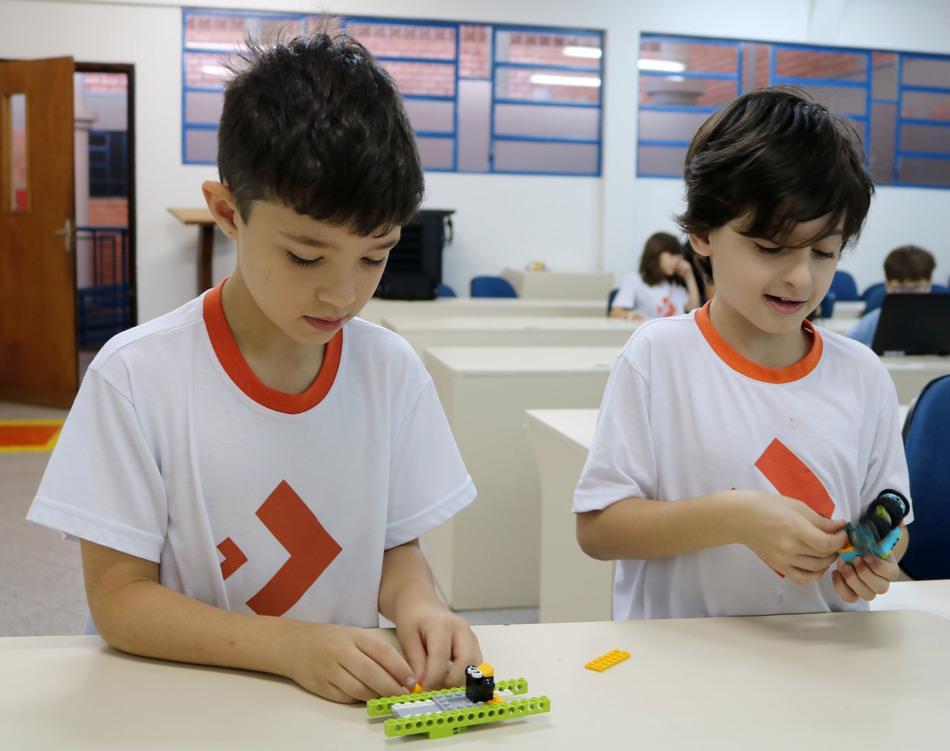 Robótica estimula a criatividade, raciocínio lógico e trabalho em equipe