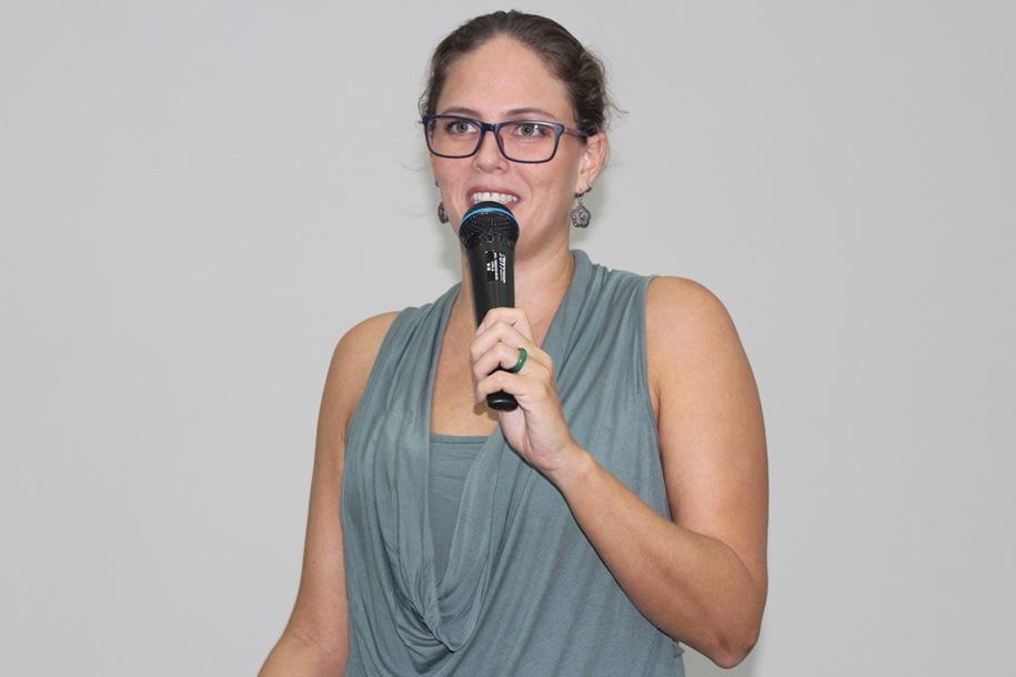 A coordenadora Roberta abriu o evento