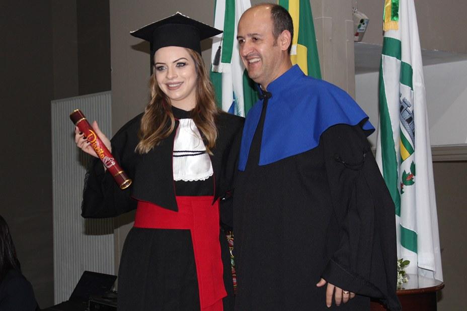 Momento da entrega dos diplomas do curso de Direito