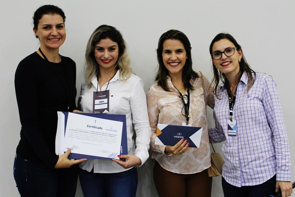 Entrega do prêmio para o melhor trabalho de Tecnologia em Estética e Cosmética