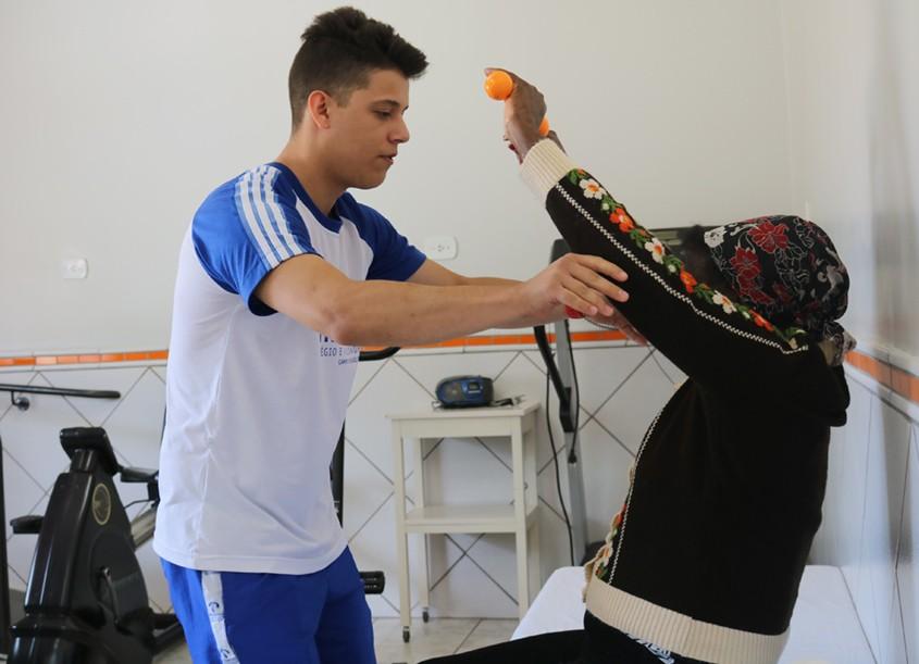 Estágios de saúde e lazer acontecem no Lar dos Velhinhos