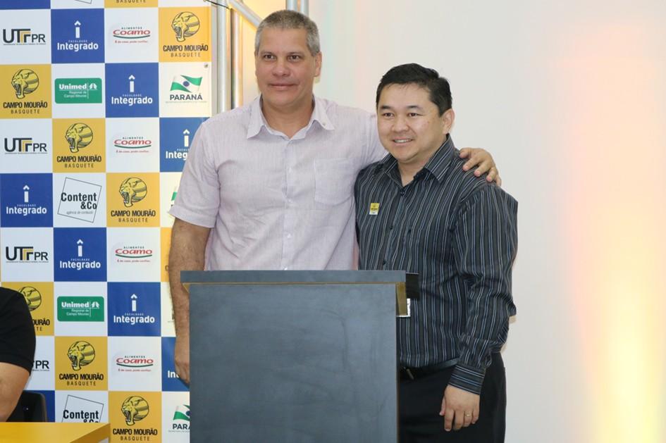 Marcelo de Oliveira Lima, secretário de esportes de Campo Mourão, com o presidente China