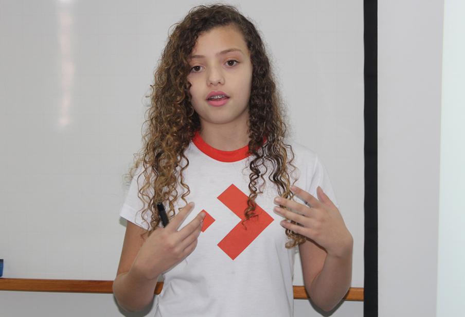 Aluna Isadora Cavaletti no seminário da disciplina skills for health