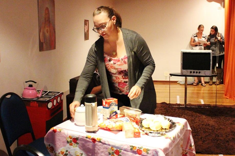 Ana Paula interpretou uma mãe e esposa descontente com a situação da família