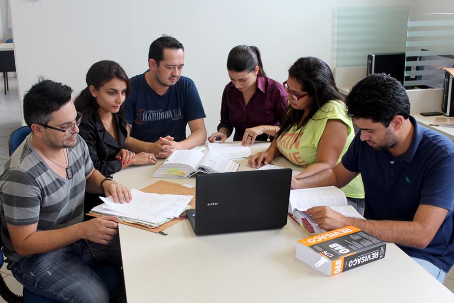 Acadêmicos, sob supervisão e orientação de professores, atendem de forma gratuita a comunidade