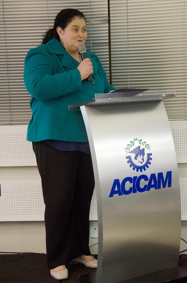 A coordenadora dos cursos de Pós-Graduação e Extensão da Faculdade Integrado, Aparecida da Penha dos Santos