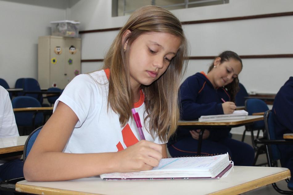 Alunos do Ensino Fundamental I e II desenvolvem a escrita em todas as disciplinas