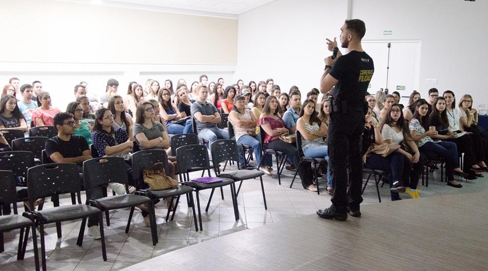 O palestrante da noite foi o perito Pedro Canezin