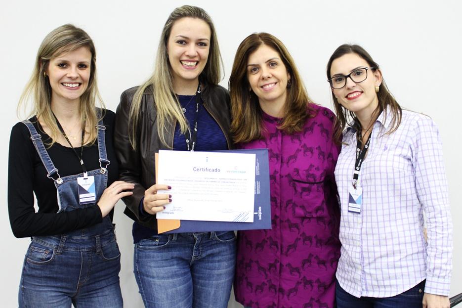 Entrega do prêmio para o melhor trabalho de Farmácia