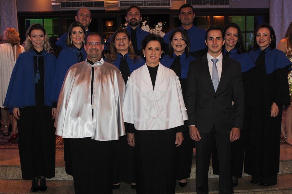 Maria da Conceição Montans Baer, diretora geral, juntamente com Clóvis Antonio Bassani, Pedro Montans Baer e os coordenadores dos cursos da Instituição