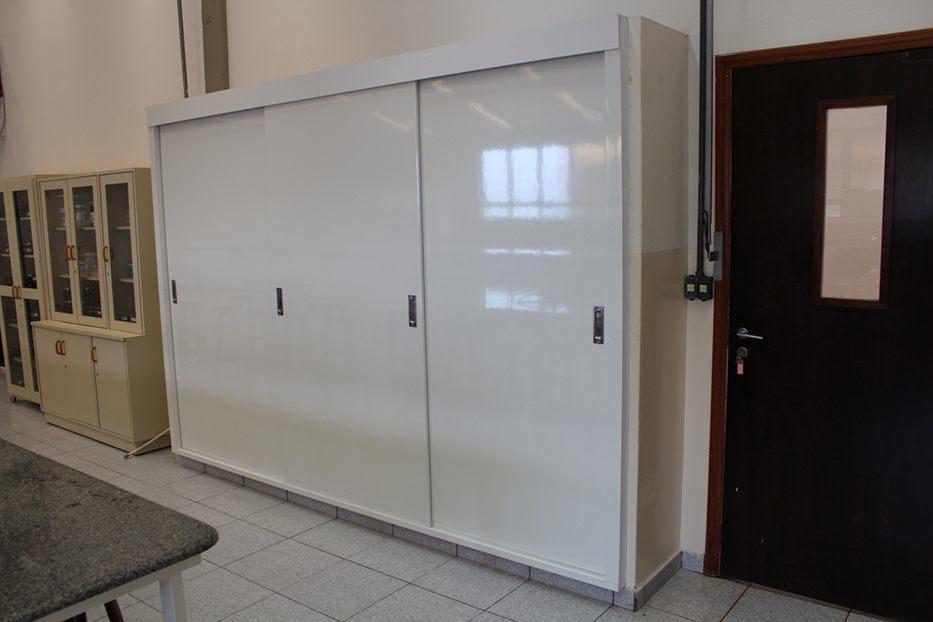 Laboratório de Bioquímica, Química e Biofísica ganhou novo armário