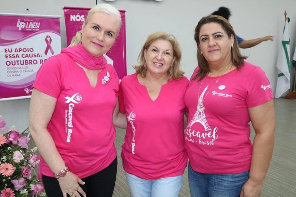 Integrantes do movimento Cascavel Rosa