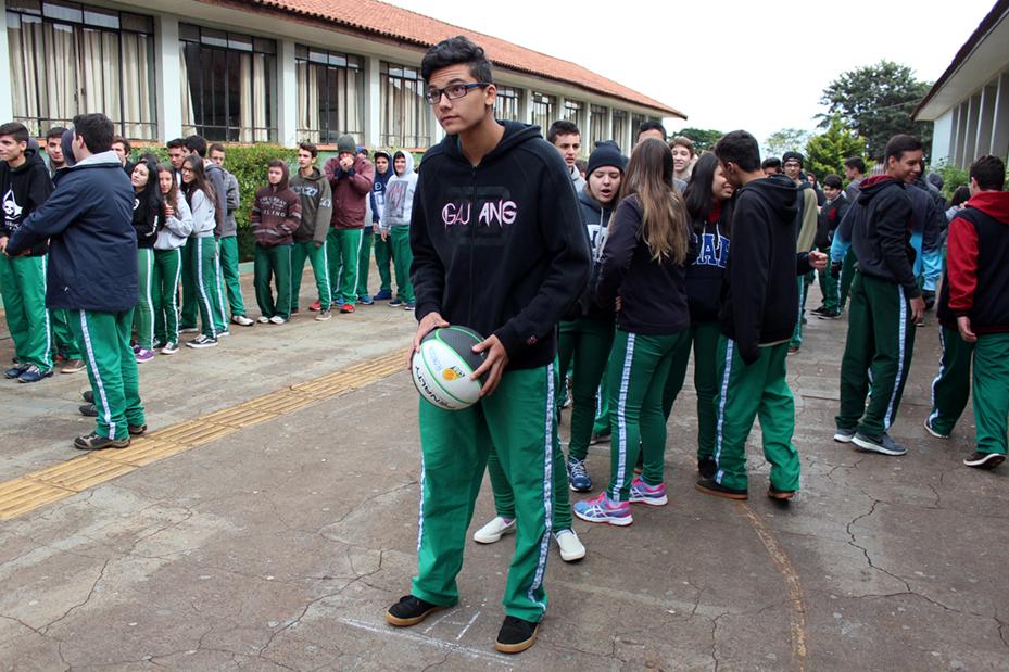 Houve desafio de arremesso de basquetebol com a presença da equipe do Campo Mourão Basquete
