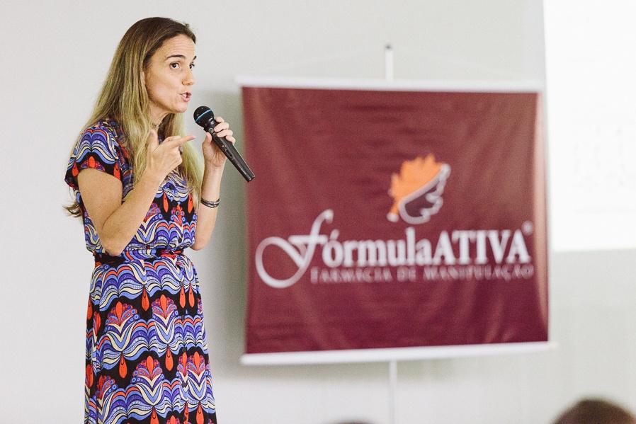 Palestrante falou sobre fitoterápicos e nutracêuticos no I Workshop de Nutrição Fórmula Ativa (Foto: Rodrigo Schu)