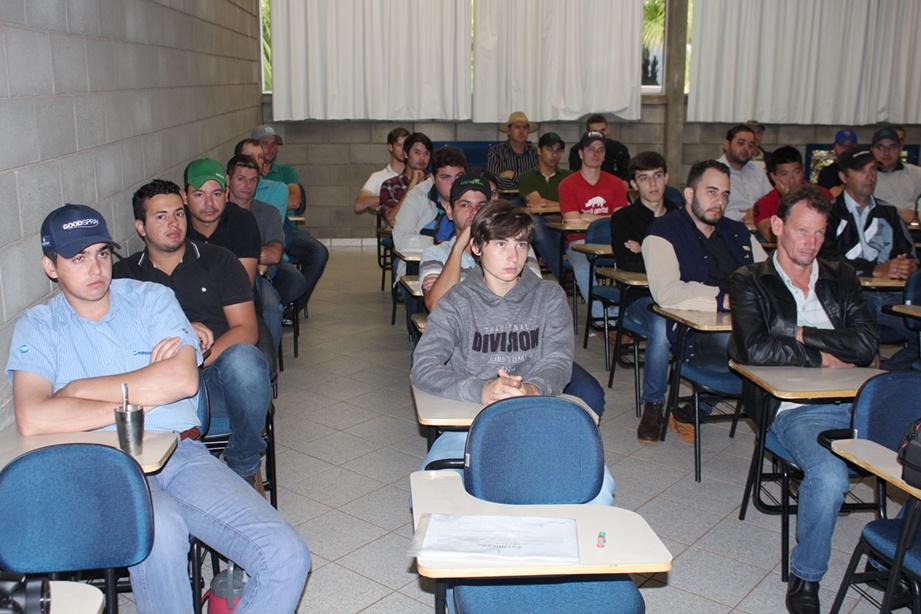 A palestra abordou o tema tecnologia de aplicação