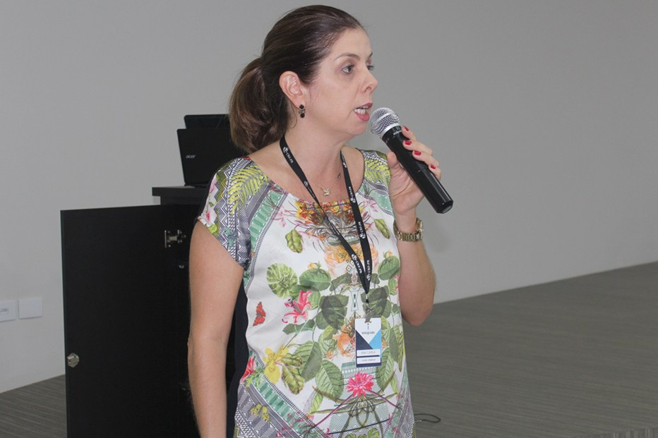 Ana Carla Broetto Biazon, coordenadora do curso de Farmácia, integra a CIPA