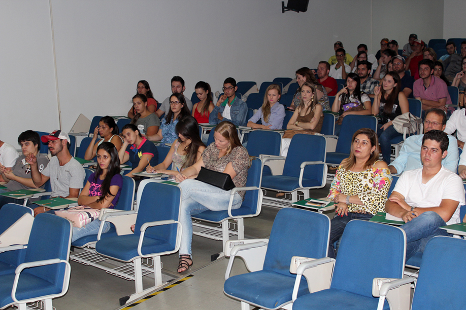 Palestra reuniu pós-graduandos e acadêmicos do 9º período do curso de Medicina Veterinária da Instituição