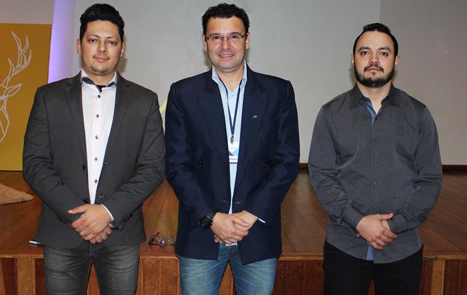 Thiago Rossetin, professor Alexandre Caparelli e Adriano da Silva
