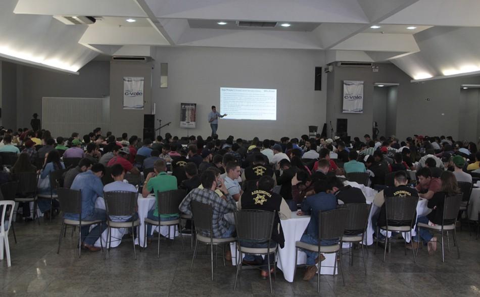 Mais de 400 participantes se reuniram no Celebra Eventos