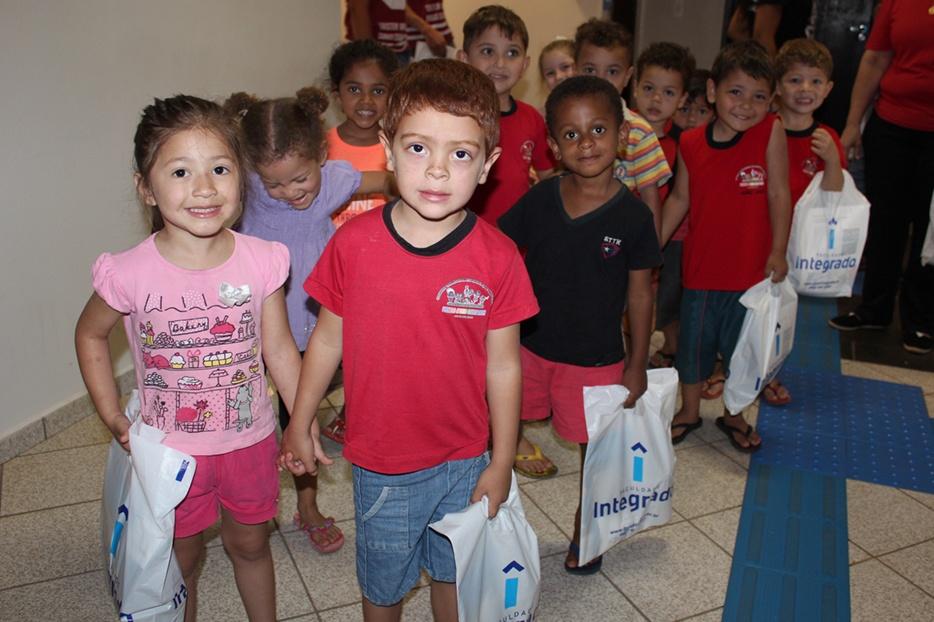 Alunos do Centro Municipal de Educação Infantil Pioneiro Afonso Staniszewski