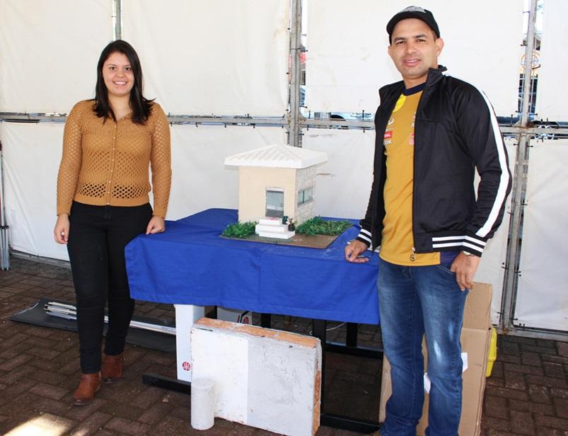 Acadêmicos que desenvolveram a maquete sustentável