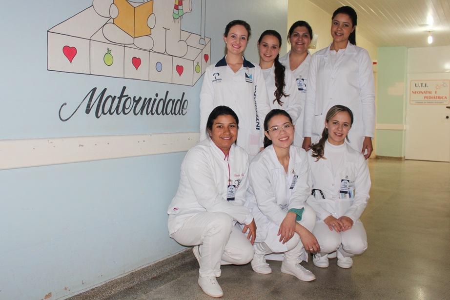 Acadêmicas, juntamente com a professora Fernanda, no Hospital Santa Casa de Campo Mourão