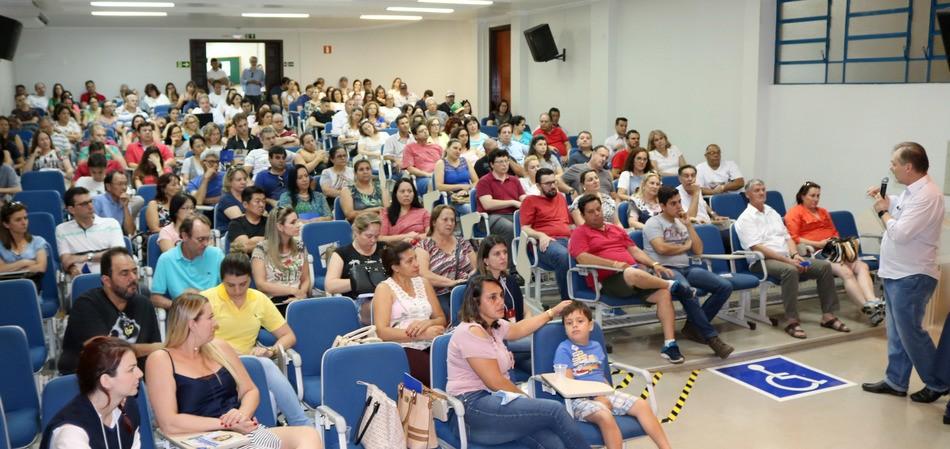 Enquanto candidatos fazem a prova, pais e acompanhantes conhecem mais sobre o curso de Medicina do Integrado