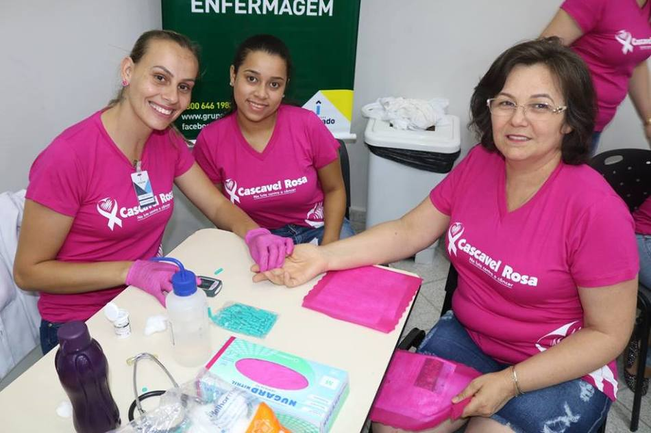 Acadêmicos de Enfermagem prestaram serviços aos presentes