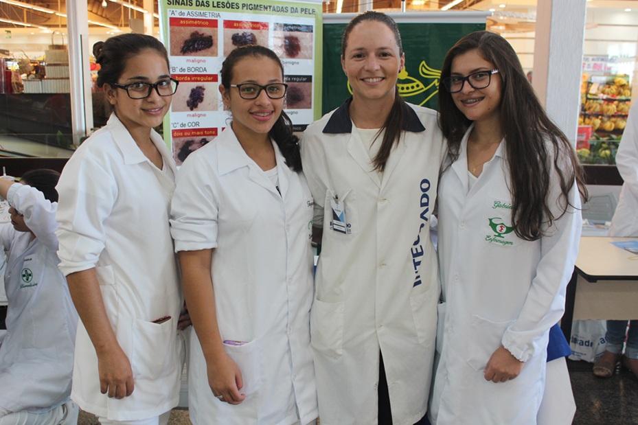 Acadêmicas de Enfermagem abordaram o tema das manchas de pele
