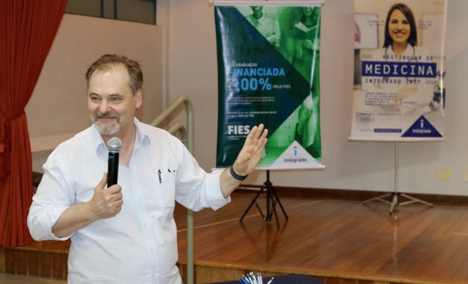 Coordenador do curso de Medicina, professor doutor Edson Michalkiewicz