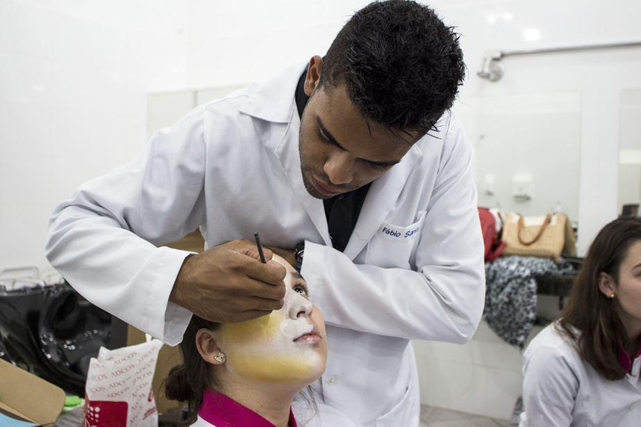 Fabio mostrou técnicas da maquiagem artística