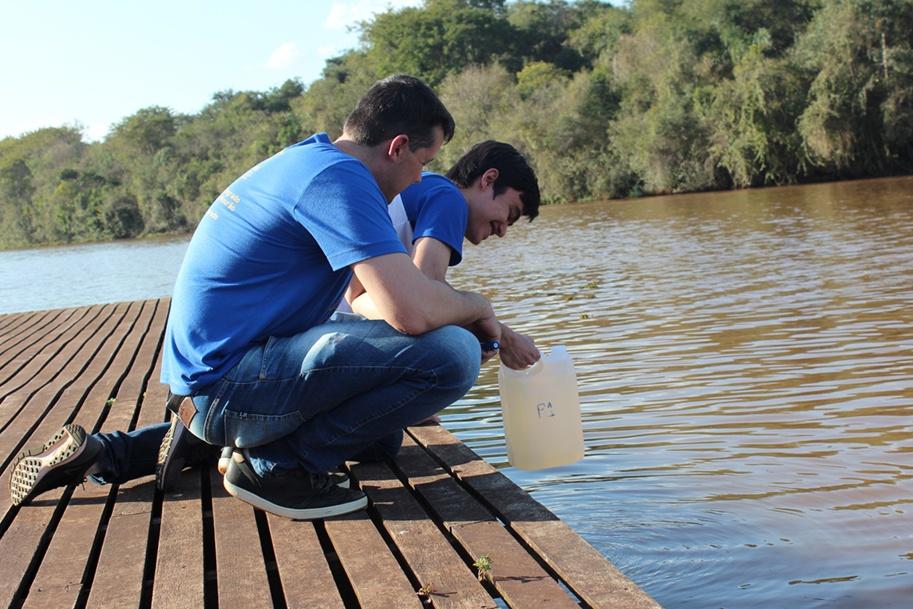 O grupo está analisando o assoreamento do Rio do Campo, na região do Parque do Lago