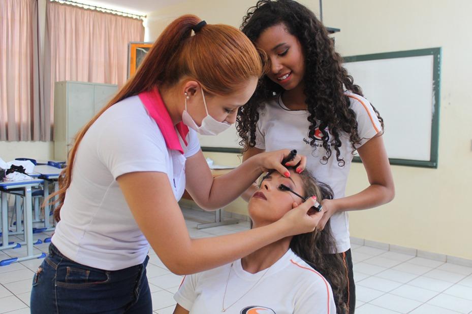 Cursos de Psicologia e Tecnologia em Estética e Cosmética e Qualifica Centro de Formação Profissional participaram da atividade