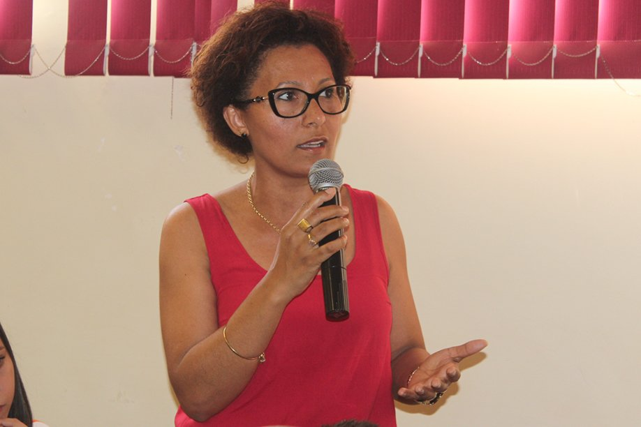 Professora da disciplina de Língua Portuguesa, Édina Sacramento