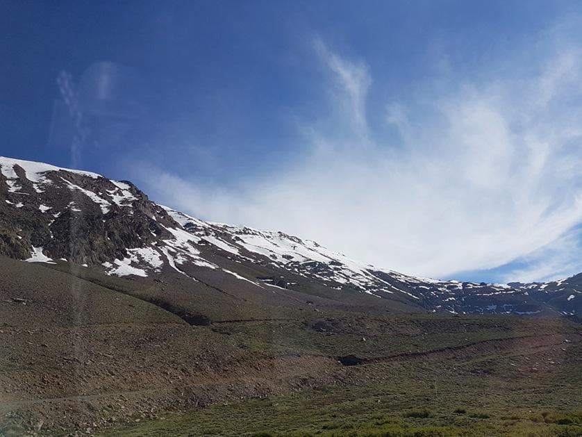 Caminho para o Valle Nevado, ponto turístico localizado na Cordilheira dos Andes