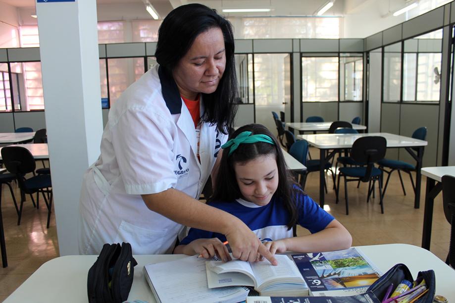 Na terça-feira (19), os alunos do 6º ano B do Colégio Integrado estiveram na biblioteca para uma atividade da disciplina de língua portuguesa