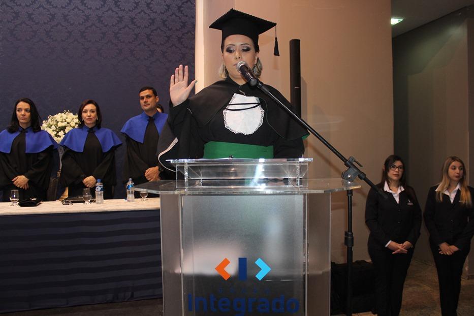 A bacharela em Educação Física, Anamélia Ferreira da Costa Maciel, prestou o juramento em nome de todos os graduandos da noite