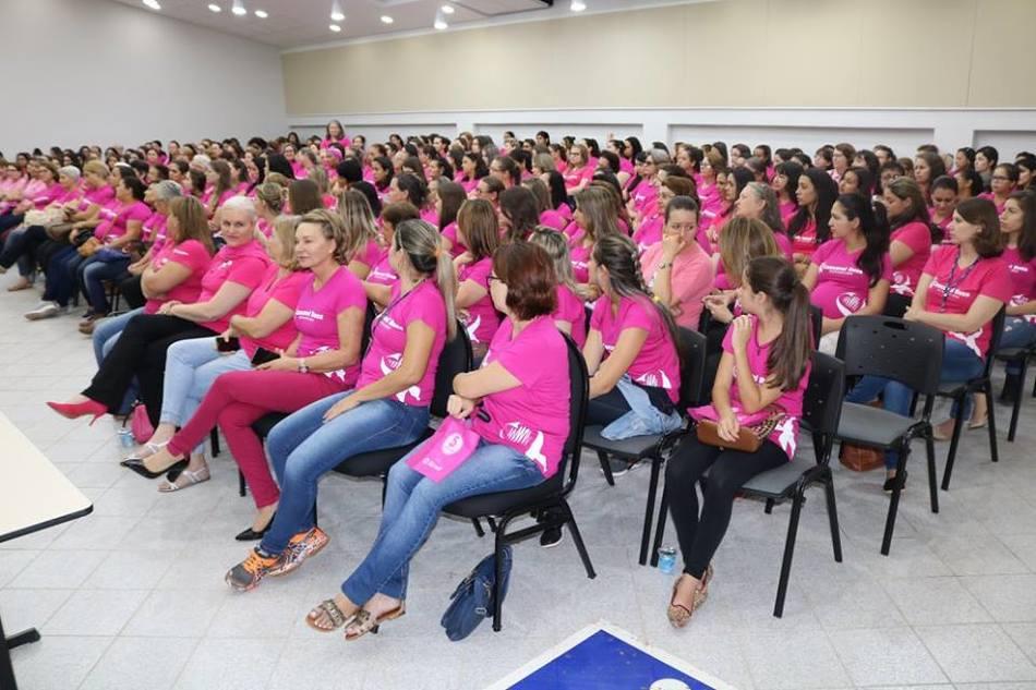 Quase 300 mulheres se reuniram no auditório da Instituição