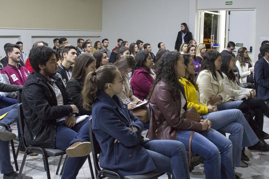 I Encontro de Empresas Juniores e Comunidade Empresarial de Campo Mourão aconteceu no auditório do câmpus da Faculdade Integrado