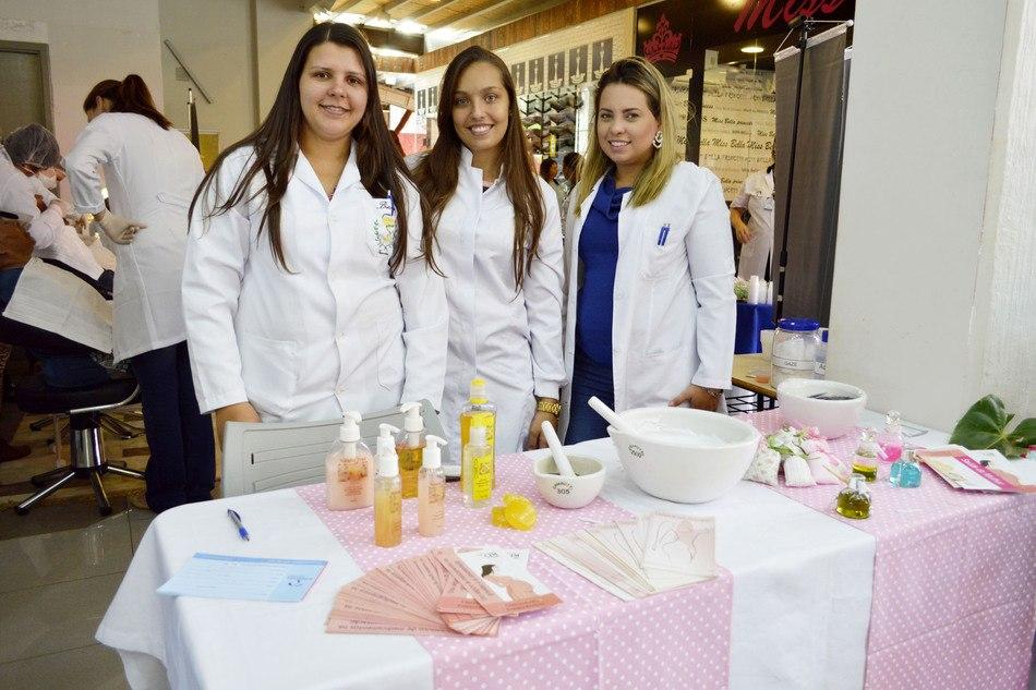 No ano passado, o curso de Farmácia ofereceu creme hidratante para as mãos e orientações sobre plantas medicinais