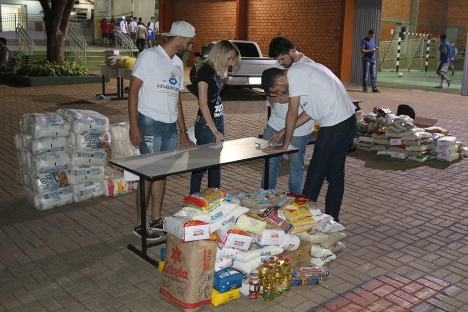 Mais de duas toneladas de alimentos foram arrecadados