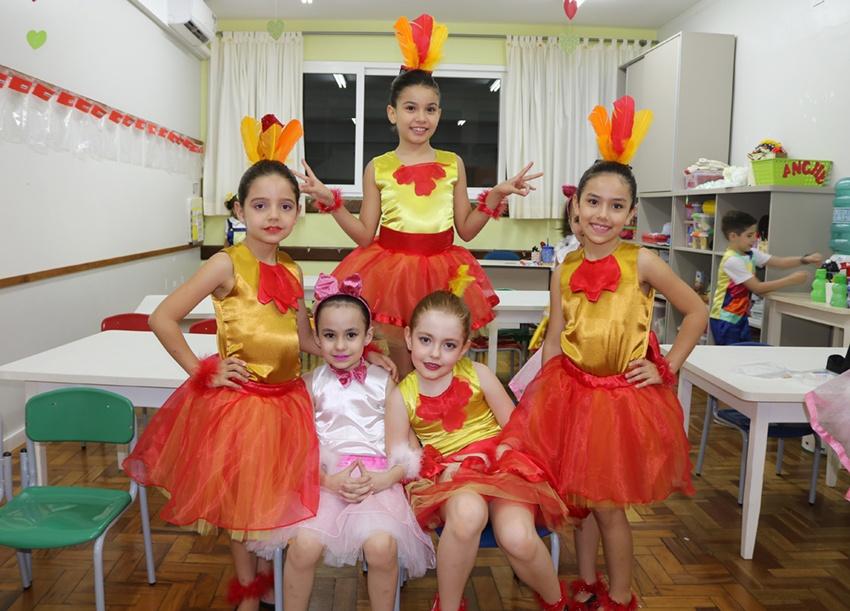 Os alunos do 2º ano apresentaram uma adaptação do musical Os Saltimbancos