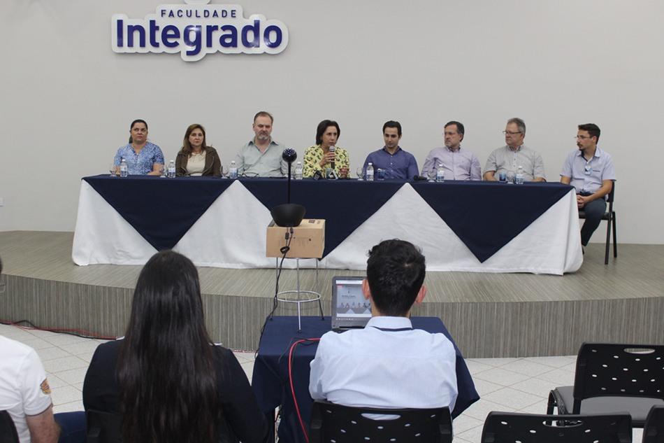 Coletiva de imprensa reuniu autoridades de municípios e representantes da Faculdade