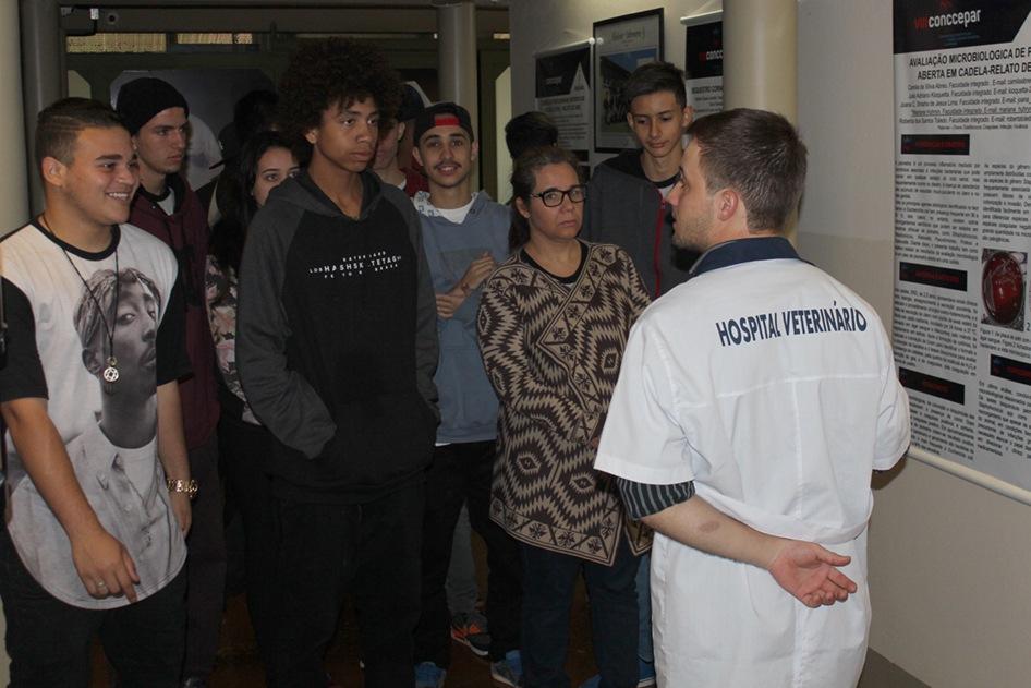 Alunos do Colégio Padre Antônio Vieira conheceram o Hospital Veterinário