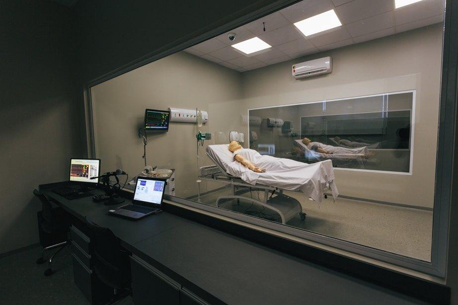 Laboratório de Simulação Realística - sala de controle dos simuladores