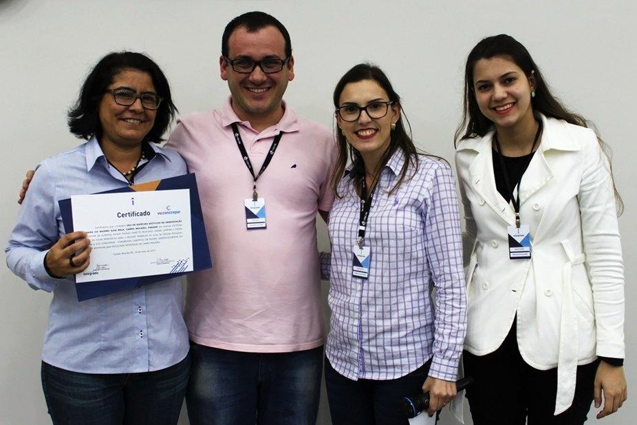 Entrega do prêmio para o melhor trabalho de Ciências Biológicas